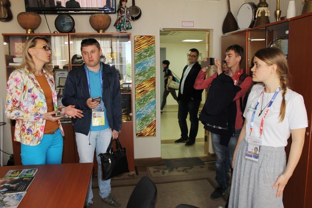 Визит группы журналистов в Дом Дружбы народов