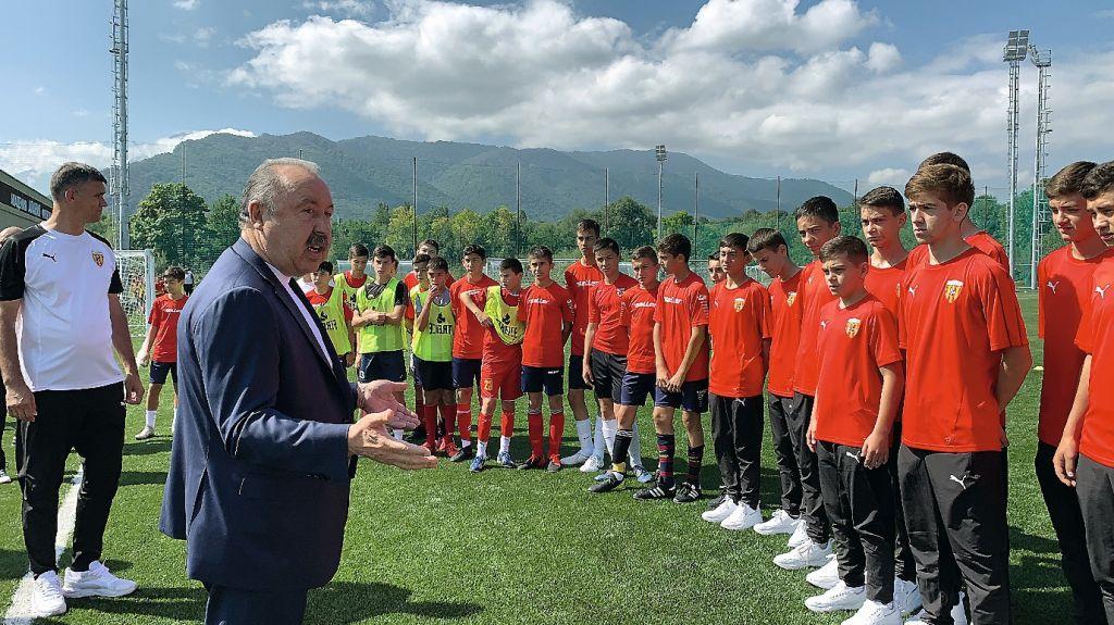 image-10-09-20-03-36-1_Газзаев во вновь открывшейся академии футбола Алания в Владикавказе copy